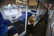 Jeśli nie kupisz biletu w kasie dworcowej lub online, tylko w pociągu, konduktor może policzyć ci dodatkowo 130 zł mandatu.