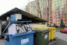 Nowelizacja ustawy śmieciowej, która weszła dzisiaj w życie, przewiduje dwa razy wyższe opłaty za wywóz śmieci niesegregowanych niż segregowanych.