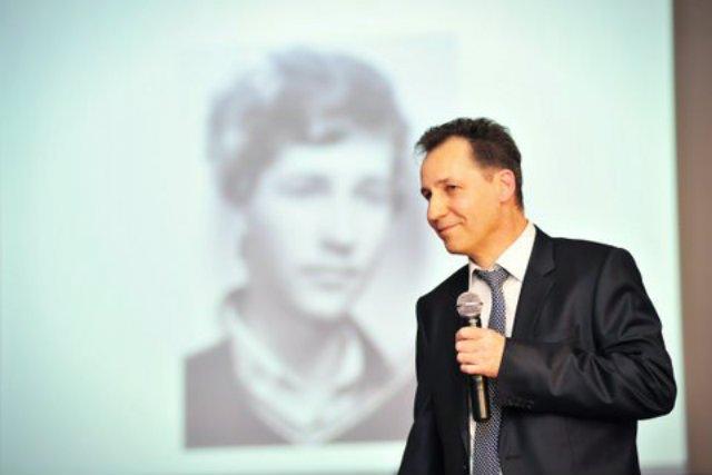 Marek Kasprzyk dysponuje bazą ponad 1,5 tys. odbiorców. Każdego dnia kupuje od producentów i sprzedaje ok. 400 tys puszek