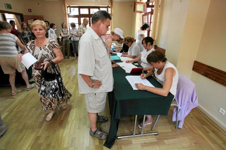 Punkt wyborczy dla turystów w Rewalu.