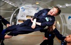 """Stephen Hawking, genialny naukowiec i autor bestselleru """"Krótka historia czasu"""", zmarł w wieku 76 lat."""