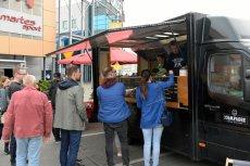Lidl zainspirował się food truckami i do swojej oferty wprowadza street food.