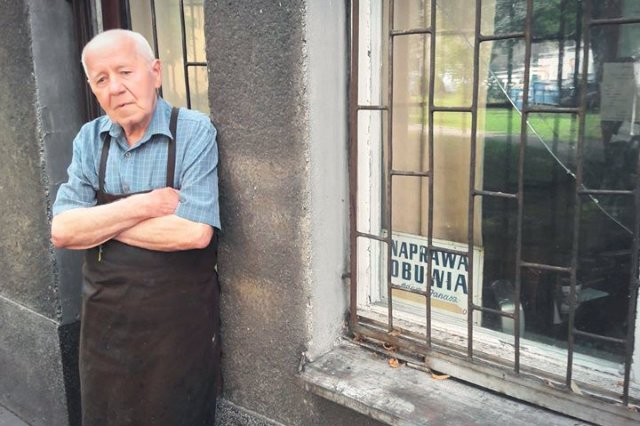Pan Adam Janosz, właściciel zakładu szewskiego przy ulicy Śniadeckich w Warszawie