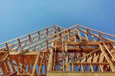 Polacy znają głównie domy z betonu. Domy budowane z materiałów ekologicznych, takich jak drewno, wciąż są w naszym kraju egzotyką.