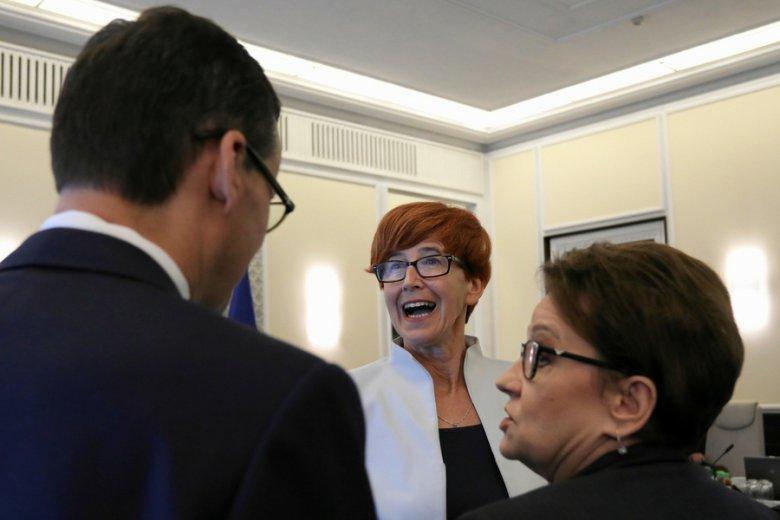 Płace minimalne w 2019 r. mogą być inne niż zaproponowane przez resort minister Elżbiety Rafalskiej (w środku).