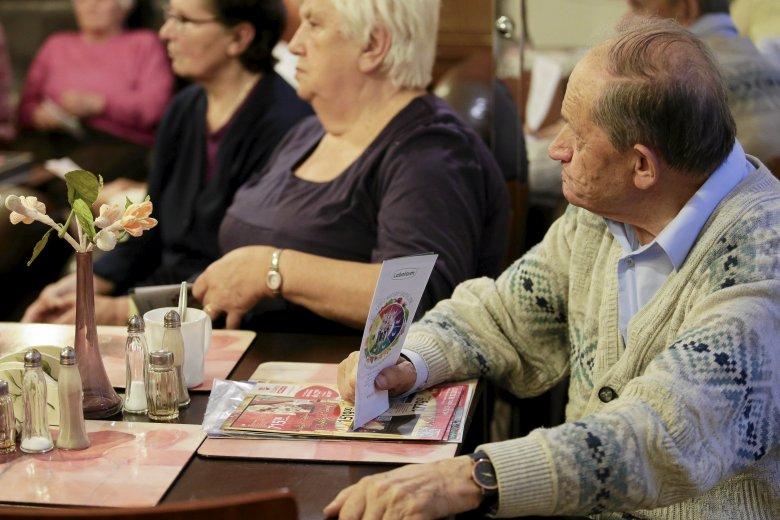 PiS chce wypłacić nowe dodatki seniorom tuż przed wyborami