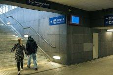 – PKP zapowiada udostępnianie informacji pasażerom w czasie rzeczywistym, za pomocą tablic i aplikacji mobilnej. Korzystanie z niej ma ułatwić publicznie dostępny, szybki Internet na dworcach i w pociągach.