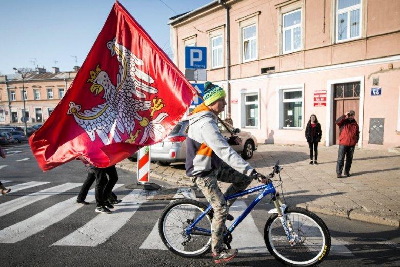Kolor oficjalnej symboliki Polski były dotychczas definiowane według nieprzekładalnego, starego systemu CIELUV.