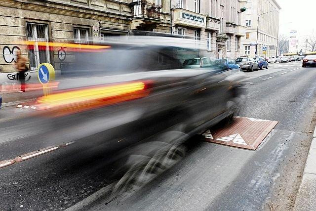 Progi zwalniające to anachronizm - powodują hałas i zanieczyszczenia