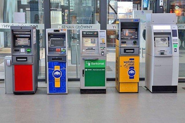 Zagraniczne wakacje mogą oznaczać spore straty w portfelu - przez przeliczanie kursów walut przez nasze banki