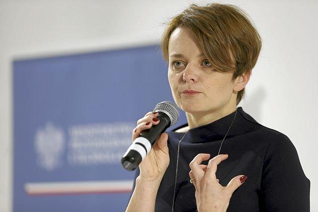 Minister Emilewicz zapewnia, że kocha ekologię, mimo, iż jest z prawicy