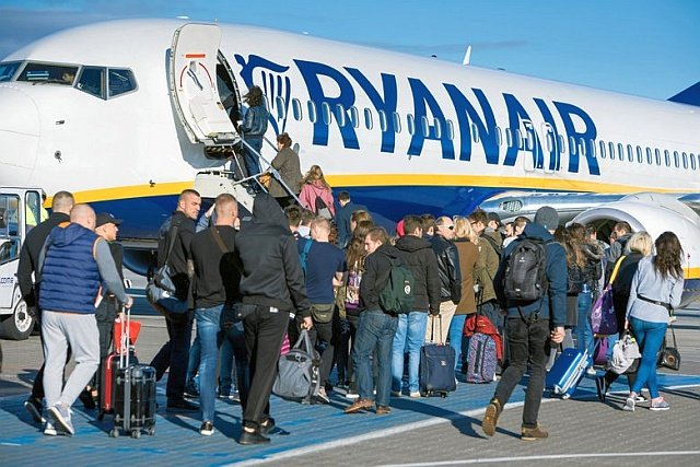 Ryanair zmienia zasady dotyczące odprawy przez internet. Jej czas skrócono z 4 dni do 48 godzin przed startem.