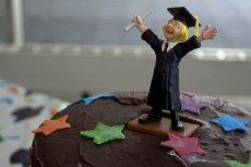 Dziś dyplom uczelni wyższej traci na wartości. Pracodawcy szukają kompetencji, wiedzy praktycznej i umiejętności miękkich u kandydatów. Formalne wykształcenie schodzi na drugi plan.