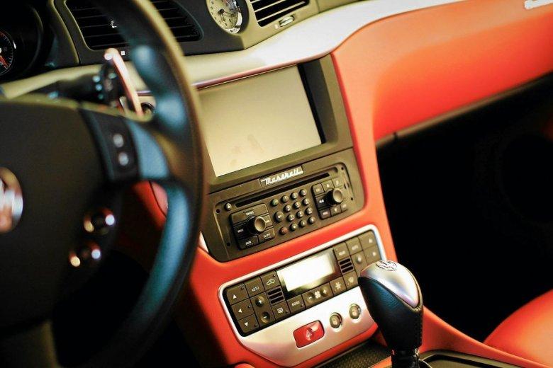 Za radio w leasingowanym aucie podatek zapłaci jego posiadacz.