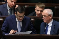 Mateusz Morawiecki i Krzysztof Tchórzewski. Minister energii nie należy do ulubieńców szefa rządu. Nie jest też ulubieńcem wyborców, bo obiecywane przez niego zamrożenie cen prądu to fikcja.