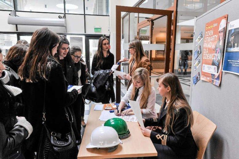 """""""Nowe technologie dla dziewczyn"""" – ruszają pierwsze w Polsce stypendia wyłącznie dla studentek politechnik."""