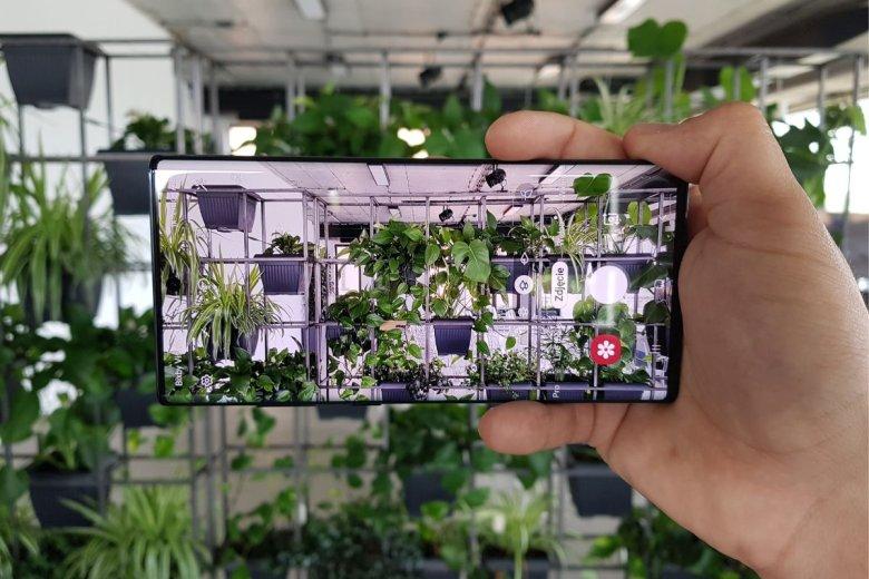 Ekran w smartfonie Samsung Galaxy Note 10+ robi piorunujące wrażenie.