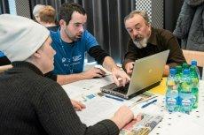 Programy adaptacji nowych technologii na potrzeby seniorów wspierają rządy w Europie i Japonii.