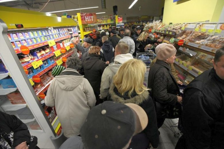 Kasjerzy zauważyli, że przez zakaz handlu w niedziele zmieniły się zachowania klientów, którzy stali się bardziej niezadowoleni i nerwowi.