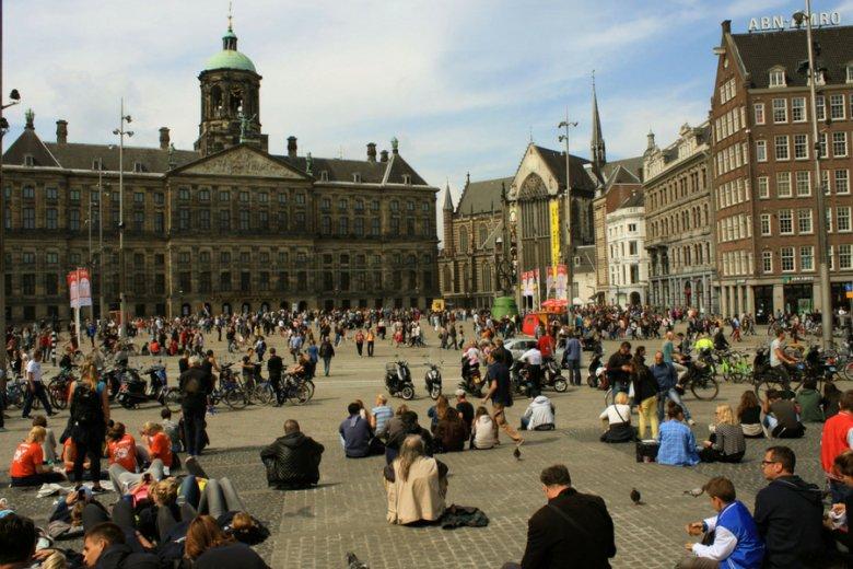 Amsterdam należy do tych światowych metropolii, które zabraniają korzystania z AirBNB na swoim terenie.