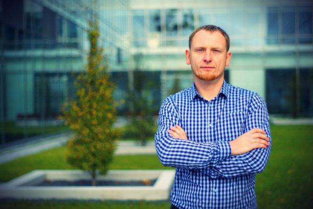 Patryk Smok założył Control Solutions, firmę, która projektuje roboty i maszyny dla linii produkcyjnych największych światowych marek.