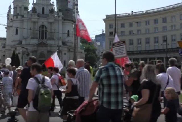 Manifestacja antyszczepionkowców w Warszawie
