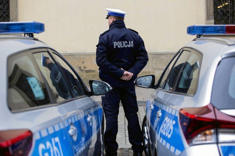 Młody złodziej dostał wybór: może uniknąć zgłoszenia na policję, ale sklepikarz porozmawia z jego... mamą.
