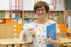 Jolanta Okuniewska to nauczycielka z powołania. Pasja, z jaką oddaje sięswojemu zawodowi, i sukcesy w procesie kształcenia młodego pokolenia (m.in. poprzez program Mistrzowie Kodowania) wyniosły ją do finału konkursu Global Teacher Prize