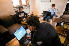 """Za przeciętne przeszkolenie """"na programistę"""" trzeba zapłacić około 10 tysięcy złotych."""