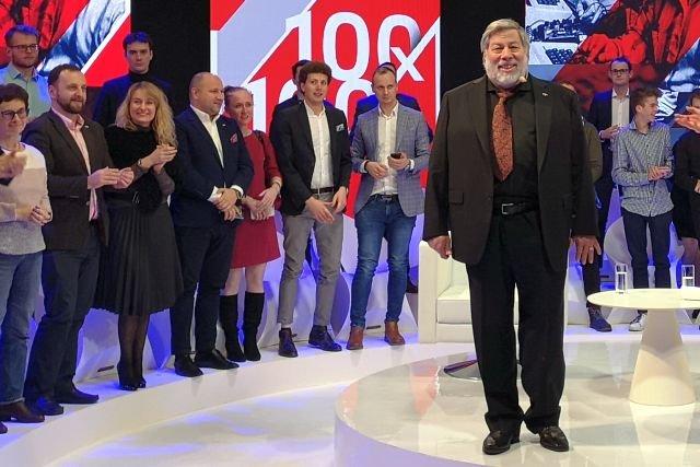 Steve Wozniak przyjechał do Polski na zaproszenie Polskiej Fundacji Narodowej. Jego wizyta kosztowała prawdopodobnie ok. 600 tys. zł