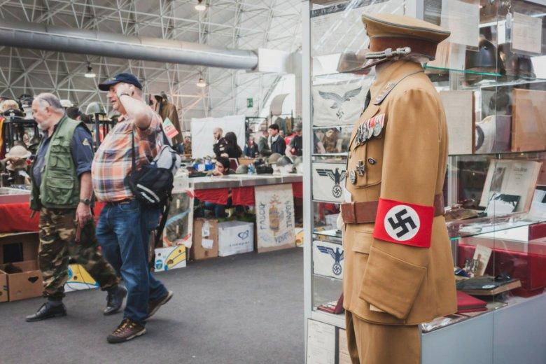 Ceny nazistowskich memorabiliów na aukcjach internetowych sięgają niemal 10 tysięcy złotych.