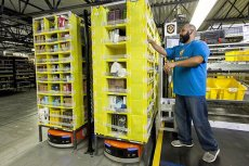 Amazon może w pełni wejść na polski rynek już w październiku 2017 roku. Zyskają klienci i sprzedawcy, pozycję lidera może stracić Grupa Allegro