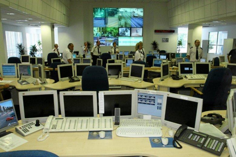 Haker to w statystykach to samo, co zwykły oszust z Allegro. A w pracy cyberpolicjantów statystyki liczą się tak samo, jak w drogówce.