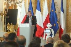 Prezes Francusko-Polskiej Izby Gospodarczej Jean-François Fallacher i robot Pepper otworzyli czwartą edycję Spotkań Warszawskich.