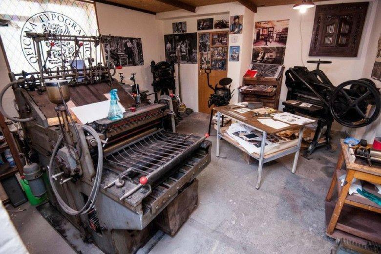 Wyposażenie Officyna Typographica to kolekcja maszyn mających dziesiątki lat, pieczołowicie odrestaurowanych przez Rakoczego.