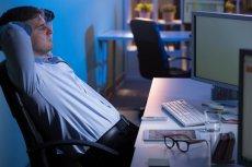 Brak testosteronu nie tylko sprawia, że zestresowani mężczyźni przesiadują w pracy, ale zmienia też ciało.