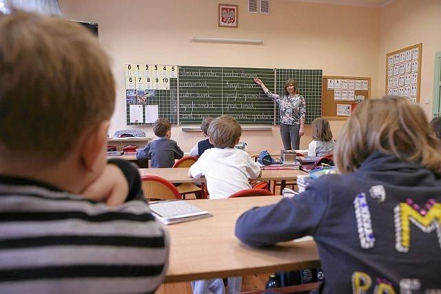 Część nauczycieli po podwyżce dostanie wypłatę mniejszą od pensji minimalnej.