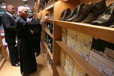 Arcybiskup Tadeusz Gocłowski w sklepie Gino Rossi. W 2007 r. wyceniano firmę na 300 mln zł, dziś zaledwie 26 mln zł.