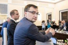 Sędziowie wystosowali uchwałę, w której za słabe wskaźniki oskarżają dobrą zmianę i ministra sprawiedliwości Zbigniewa Ziobrę