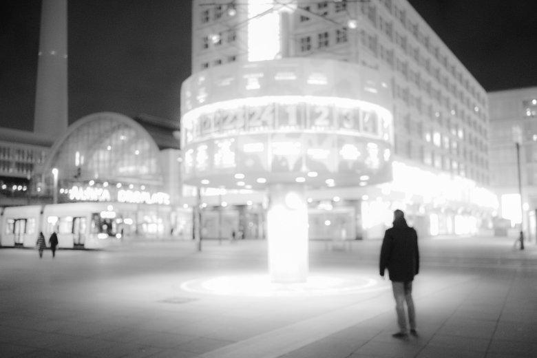 Nowe technologie przyczyną epidemii samotności? Przebywanie w odosobnieniu zwiększa ryzyko zgonu o 26 proc.