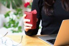 Aby ograniczyć zużycie plastiku, start-up Unocup proponuje jedną zmianę w projekcie kubka do kawy: zamiast przykrywać go plastikową pokrywką, powinniśmy go... składać.