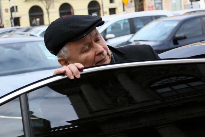 """W państwowych firmach zapanował bałagan, gdy chodzi o premie za 2017 rok, po tym jak prezes PiS Jarosław Kaczyński zaanonsował """"Program Skromność+""""."""