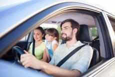 Istnieją grupy kierowców, którym towarzystwa ubezpieczeniowe proponują składkę za ubezpieczenie OC z dużą zniżką. Należą do nich m.in. ci, którzy założyli rodzinę