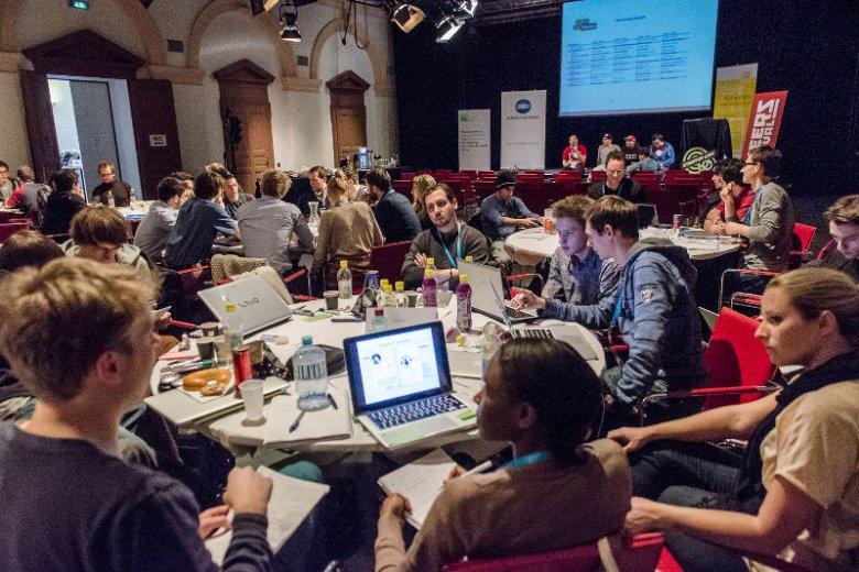 Młodzi przedsiębiorcy często spotykają się na konferencjach, warsztatach i szkoleniach. To bardzo aktywna społeczność.