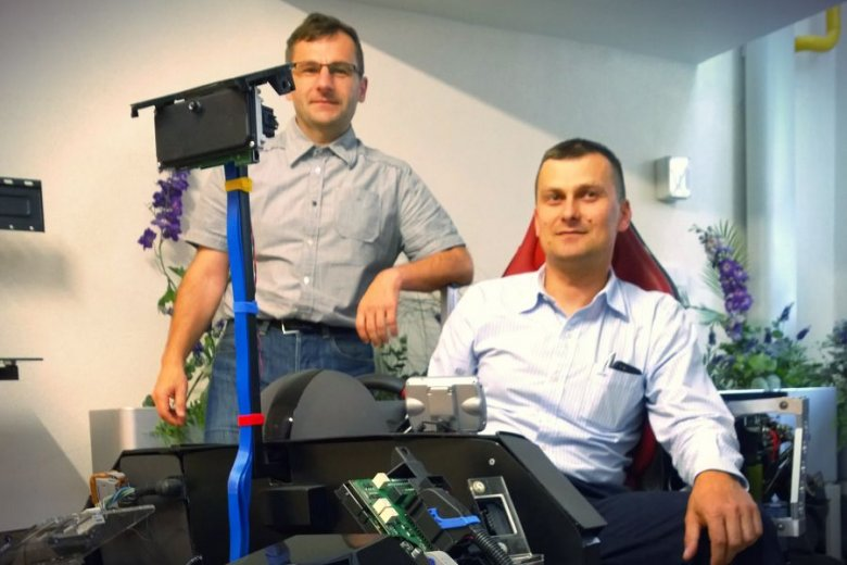 Dr inż. Paweł Skruch i dr inż. Marek Długosz, kierujący Laboratorium Pojazdów Autonomicznych AGH-Delphi.