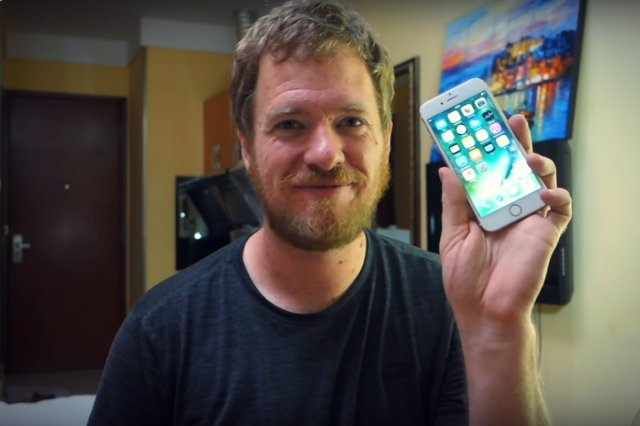 Amerykański developer Scotty Allen podczas wizyty w Chinach postanowił zbudować własnego iPhone'a