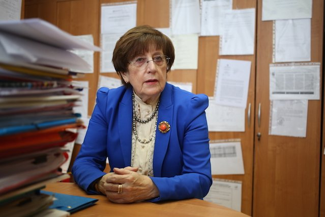 Profesor Lidia Brydak.