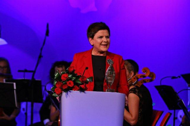 """Podczas Forum Ekonomicznego w Krynicy, ogłoszono zwycięzcę w kategorii """"Człowiek Roku"""". Potwierdziły się wcześniejsze spekulacje, bo tytuł ten otrzymała premier Beata Szydło"""