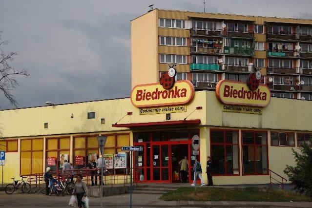 ec8590b81bddb Biedronki jeszcze przed zmianą logo i stylistyki przypominały raczej  blaszany barak niż obecne sklepy