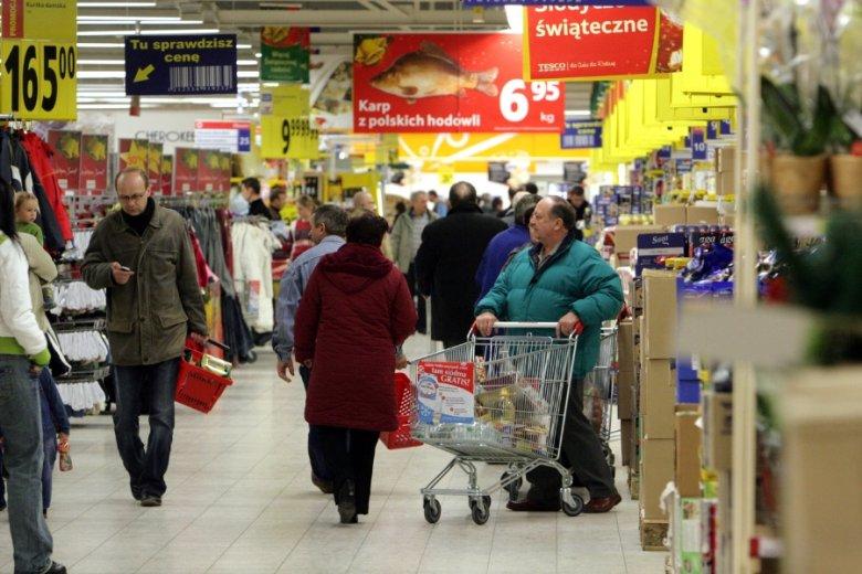 Tegoroczne zakupy świąteczne najtaniej wyjdą w hipermarketach. Chociaż różnice między poszczególnymi sieciami są i tak symboliczne.